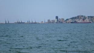 W tle port w Durrës