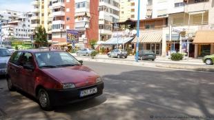 Kropek na albańskiej drodze :)