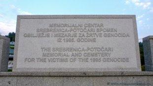 Tablica i cmentarz upamiętniający ludobójstwo w Srebrenicy
