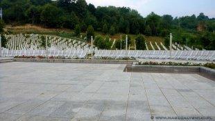 Srebrenica-Potocari - Cmentarz upamiętniający masakrę w Srebrenicy