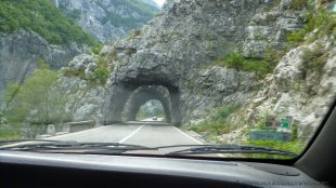 Wydrążone w skałach tunele