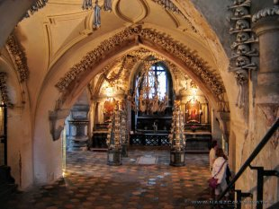 Wnętrze kaplicy czaszek