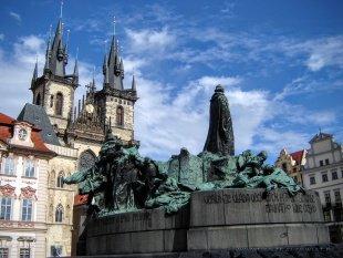 Pomnik na rynku starego miasta