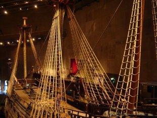 Okręt jest wysoki na 5 pięter